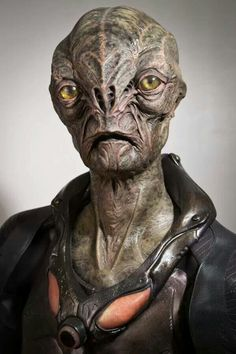 "The alien character Cochise created by MastersFX for ""Falling Skies"" Aliens And Ufos, Ancient Aliens, Alien Creatures, Fantasy Creatures, Science Fiction, Outsider Art, Alien Character, Falling Skies, Alien Concept Art"