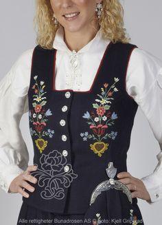 Lofotbunad til dame - Bunadrosen AS Traditional Outfits, Costumes, Jackets, Fashion, Moda, Fancy Dress, Costume, Fasion, Fashion Illustrations