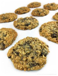 Easy Chewy Oatmeal Raisin Cookies: great for lunch boxes and picnics for a sweet treat. Studded with plump raisins. Delicious and addictive, like grandma's. Granola Cookies, Oatmeal Raisin Cookies, Gluten Free Sweets, Gluten Free Baking, Healthy Baking, Just Desserts, Delicious Desserts, Food Crush, Easy Cooking