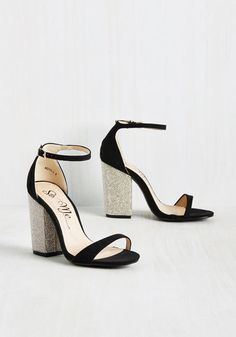 dfe722b7a551 How could one walk away from this pair of black heels  It s simply  impossible!