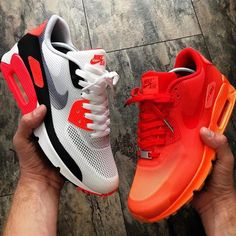 Nike Air Max 90 x Hyperfuse Infrared vs WMNS Nike Air Max 90 x Hyperfuse QS Milano
