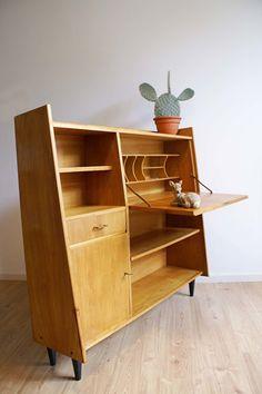 Vintage highboard uit de jaren 60. Retro dressoir/kast of evt secretaire