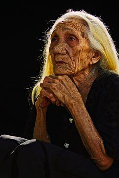 Striking portrait, a soul of beauty.   Titled; Grand Old Lady ~by Hu Yinghui  #light #shadow #storytelling