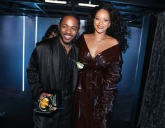 Recording artists Kendrick Lamar and Rihanna winners of Best Rap/Sung Performance for 'LOYALTY' pose during the Annual GRAMMY Awards at Madison. Beyonce, Mode Rihanna, Rihanna Style, Rihanna Fenty, Rihanna Baby, Kendrick Lamar, Rihanna Looks, Rihanna Outfits, Hair