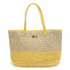 다양한 스탈 가방과클러치 요즘 뜨고 있는 가방을 어떤 모양으로 할지 고민이어서 참고자료 몇가지 찾아봅... Crochet Market Bag, Crochet Tote, Crochet Handbags, Crochet Purses, My Style Bags, Sweet Bags, Macrame Bag, Orange Bag, Knitted Bags