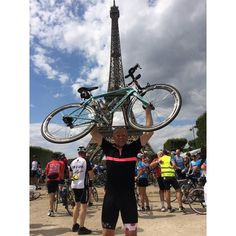 Steven Murr proudly holding his Infinito up in the air after completing an epic ride from London to Paris. We are incredibly honoured that he chose The KOMs for this particular journey.  If you own a pair of RedWhites and have done anything epic in them tell us! Better yet tag us. We will be honoured to feature you.  www.redwhite.cc  #redwhiteapparel #epicrides #londontoparis #audax #roadcycling #shutuplegs #fitness #cycling #notabeachroad #roadie #cyclist #ciclismo #ciclista #igerscycling…