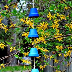 Make these pretty ombre wind chimes from clay pots.
