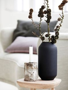 Christmas feel good picture from Danish House Doctor. House Doctor, Vase Noir, Decoration Chic, Black Vase, Swedish Style, Style Deco, Deco Floral, Deco Design, Scandinavian Home