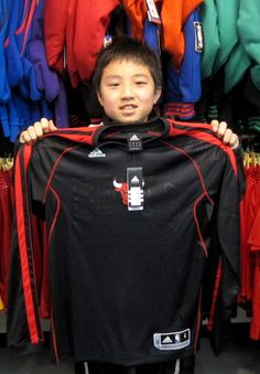 【新宿2号店】 2013年2月10日  リョウスケ君!    NBA大好きな男の子でした!!このウェアで練習も頑張って下さい♪