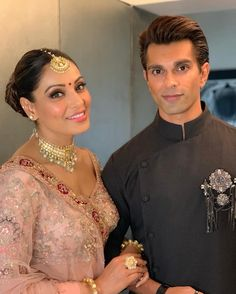 Bipasha Basu looks every bit royal as she attends her sister's dreamy wedding with Karan Singh Grover - HungryBoo Bengali Bride, Bengali Wedding, Indian Bridal, Bollywood Couples, Bollywood Wedding, Bollywood Stars, Gala Time, Bridal Dupatta, Indian Wedding Planning