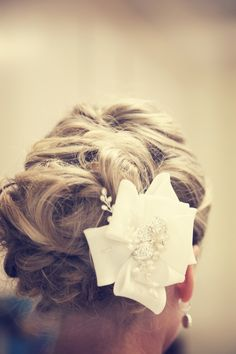 Cute hair and hair piece! Photo by Shinano. #minneapolisweddingphotographers #weddinghair