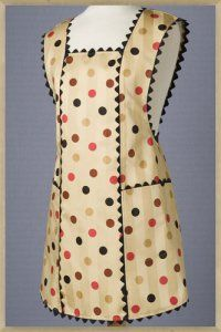 fiftys polka cafe I like this style of apron best. Retro Apron Patterns, Apron Pattern Free, Sewing Patterns, Bib Apron, Apron Dress, Sewing Aprons, Sewing Clothes, Sewing Hacks, Sewing Projects