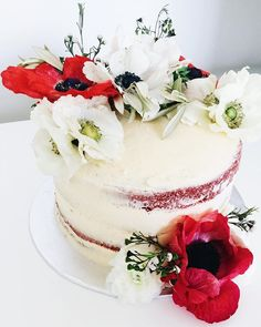 Baby shower for Sophie. She had the most amazing invites that inspired me to get creative with ranunculus and poppies.  #redvelvetcake #creamcheesefrosting #seminakedcake #awholenewlevel