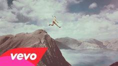 Calle 13 - La Vida (Respira el Momento) (Official Video) Music Tv, Art Music, Puerto Rico, Spanish Songs, Spanish Class, Awake My Soul, Types Of Music, Teaching Spanish, Trance