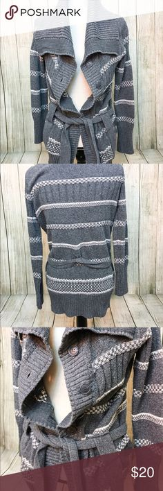 Gray and White Patterned Cardigan Warm, stylish cardigan ideal for the fall and winter months. Size L, but fits more like a M. You can easily dress up this item with a white blouse, jeans, and Booties. On the other hand it's easy to make it casual by throwing back a beanie, leggings, tshirt, and moccasins. Have fun with it!🐘 Sweaters Cardigans