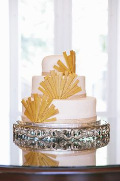 Art deco wedding cake | Photo by Hudson Nichols Photography | Read more  -  http://www.100layercake.com/blog/?p=68565