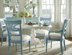 Cottage style dining room furniture - large and beautiful photos. Photo to select Cottage style dining room furniture Style Cottage, Cottage Chic, Modern Cottage, Pedestal Dining Table, Dining Tables, Round Dining, Round Tables, Small Dining, Dining Sets