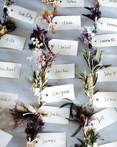 An Organic Touch: 13 DIY Escort Cards from Nature Looking for an easy wedding DIY with big impact? These nature-inspired DIY escort cards are just the thing, and they work for all kinds of weddings! Winter Wedding Favors, Unique Wedding Favors, Spring Wedding, Wedding Centerpieces, Winter Weddings, Wedding Gifts, Wedding Favours Vintage, Handmade Wedding, Wedding Placecard Ideas