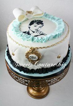 Breakfast at Tiffany's, Audrey Hepburn Tiffany Birthday Party, Tiffany Party, My Birthday Cake, Birthday Cakes For Women, Birthday Ideas, Tiffany Blue, Fancy Cakes, Mini Cakes, Cupcakes