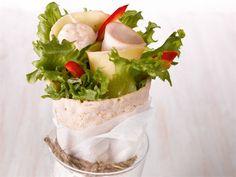 Rieskarullat - Rieskojen väliin on helppo kääräistä mieleisensä täytteet http://www.valio.fi/reseptit/rieskarullat/