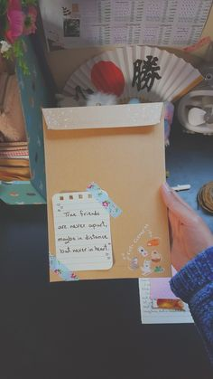 Diy Gifts For Friends, Diy Crafts For Gifts, Paper Crafts, Bullet Journal Ideas Pages, Bullet Journal Inspiration, Envelopes Decorados, Aesthetic Letters, Mail Art Envelopes, Snail Mail Pen Pals