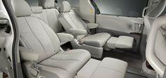 Si pasas mucho tiempo en la minivan, sería buena idea reemplazar el asiento del piloto regular por un silla de capitán muchos más cómoda. Este tipo de sillas tienen reposabrazos que ayudarán a relajarse mientras maneja. Además, algunos modelos también tienen la habilidad de girar.