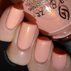 China Glaze Road Trip Pack Lightly China Glaze Pack Lightly is described as a powder shimmery peach. Sounds pretty accurate! 2 coats are all you need with this one and I was pleasantly surprised how it looked on my tips. Peach isn't always my friend. But the shimmer, oooh the shimmer ♥.