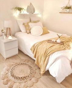 61 New Season and Trend Bedroom Design and Ideas 2020 Part 11 61 New Season and Trend Bedroom Design and Ideas 2020 Part 11 Elizabeth Save Images Elizabeth 61 New Season and Trend Bedroom Design and Ideas 2020 Part design ideas bedroom design Teen Bedroom Designs, Room Ideas Bedroom, Teen Room Decor, Small Room Bedroom, Home Decor Bedroom, Modern Bedroom, Fall Bedroom, Bedroom Furniture Inspiration, Small Apartment Bedrooms