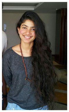 Most Beautiful Indian Actress, Beautiful Actresses, Sai Pallavi Hd Images, Actress Without Makeup, Kendall Jenner Style, South Actress, Hollywood Fashion, Western Dresses, Beauty Full Girl