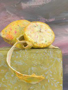 Seeligkeitssachen, Zitronen aus Papiermaché, #lemon #papermache #zitrone #kunstobjekt #papiermache