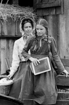PRAIRIE 'The Handyman' Episode 4 Aired Pictured Karen Grassle as Caroline Quiner Holbrook Ingalls Melissa Gilbert as Laura Ingalls Wilder Photo by. Laura Ingalls Wilder, Melissa Gilbert, Ingalls Family, Michael Landon, Star Show, Old Tv Shows, Classic Tv, Little Houses, Best Tv