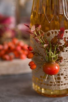 How to decorate a bottle on your autumn table Wrapping Gift, Autumn Table, Table Settings, Strawberry, Wraps, Bottle, Fall, Gifts, Autumn