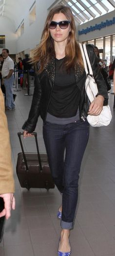 a0a3b269a374 Street style Jessica Biel Celebrity Airport Style