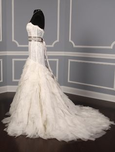 This Monique Lhuillier Marquee wedding dress Platinum Collection is gorgeous! The gown has an elongated, corset-like bodice.