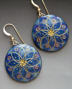 Lovely blue and gold round earrings by Barb Fajarbo. Polymer clay earrings, geometric design earrings, handmade jewelry, alcohol ink and polymer clay Terracotta Jewellery, Ceramic Jewelry, Polymer Clay Projects, Polymer Clay Creations, Clay Design, Bijoux Diy, Polymer Clay Earrings, Metal Clay, Biscuit