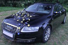 All car in daisies - fantastic wedding car decoration
