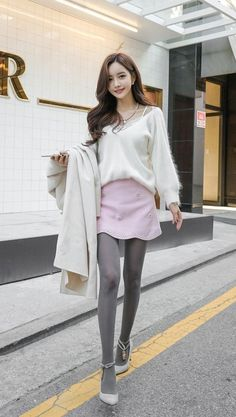 Pink & Grey - that's the way to coordinate Korean Fashion Shorts, Korean Fashion Ulzzang, Korean Fashion Winter, Korean Fashion Casual, Winter Fashion Casual, Korean Street Fashion, Asian Fashion, Grey Tights, Shorts With Tights