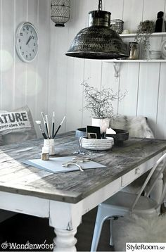Inspiration for How to Finish your dining room table. Will look great if we get slightly more modern dining chairs. Not sure if we'll room in the budget for that, but just an idea! Sweet Home, Industrial Interiors, Industrial Office, Vintage Industrial, Industrial Stairs, Industrial Closet, Industrial Shop, Industrial Windows, Industrial Restaurant