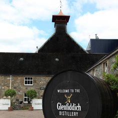 Glenfiddich Distillery in Dufftown. Hier wordt heerlijke whiskey gemaakt. (1987)