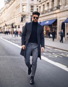 """estilofashionable: """"Fashionable MEN // Daily fashion trends, street style inspiration and fashion news. Business Photo, Sport Outfits, Casual Outfits, Hoodie Outfit, Fashion Models, Fashion Trends, Fashion Styles, Mens Fashion Suits, Daily Fashion"""