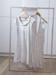 מסגרת מגניבה לתליית בגדים בחדר שינה