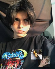 Middle Part Hairstyles, Boy Hairstyles, Grunge Guys, Grunge Hair, Asian Boy Haircuts, Hair Inspo, Hair Inspiration, Eboy Hair, Androgynous Hair