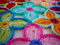 Hawaiian Flowers by Sarah London  start here:  http://sarahlondon.wordpress.com/2009/08/14/rings/