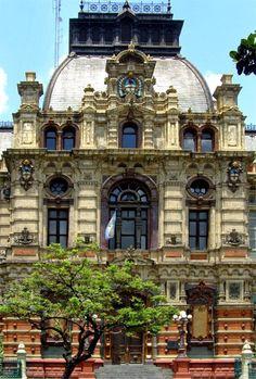 Palacio de las Aguas Corrientes. Barrio de Balvanera.-