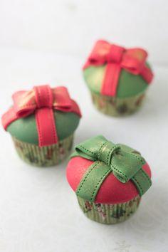 Objetivo: Cupcake Perfecto.: Tengo un Cupcake-Regalo para Iluminarte el 2013 (Tutorial con paso a paso fotográfico)