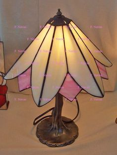 http://navasfrancis.blogspot.com/p/tiffany.html     DIFERENTES CLASES DE LÁMPARAS     DIFFERENTS KINDS OF LAMPS         Lámparas   en ...