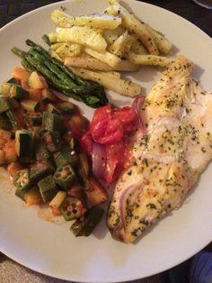 Fish with mustard done in the oven, with some ocra, tomatoes and aspargus.