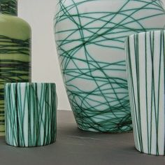 Cerámicas con esmalte blanco e hilos de cobre de Leo Battistelli