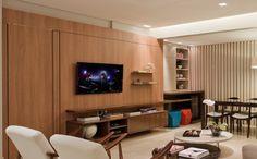 estantes de tv com painel de madeira assim eu gosto Living Room, House, Interior, Home, Modern Living Room, House Styles, Tv Room, Home Theater, Furniture Design