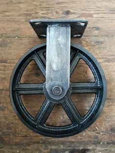 Vintaged Cast iron Castor Industrial swivel caster and Heavy duty for Vintage industrial furniture Industrial Chic Style, Industrial Metal, Diy Outdoor Wood Projects, Cast Iron, It Cast, Vintage Industrial Furniture, Antique Hardware, Vintage Stil, Etsy